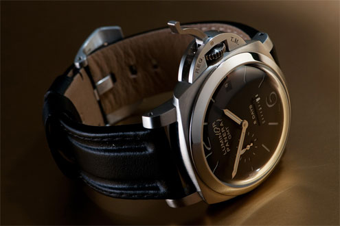 Panerai PAM233 with OEM strap