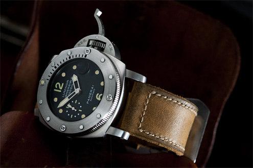 Gunny straps Egypt series on a PAM243 submersible