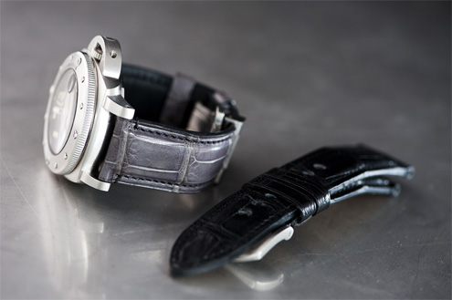 Kaktus straps - Grey alligator strap on a PAM243