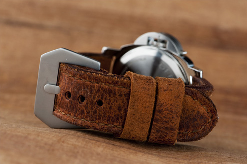 Distressed brown strap by Landa straps on a PAM000