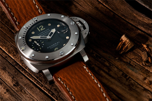 PAM243 44mm brushed steel submersible