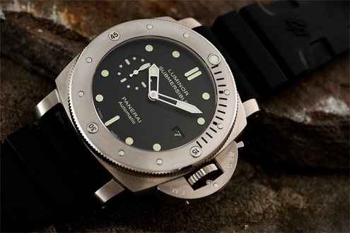 PAM305 47mm titanium submersible