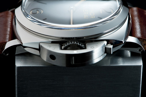 A side view of the case of the PAM372